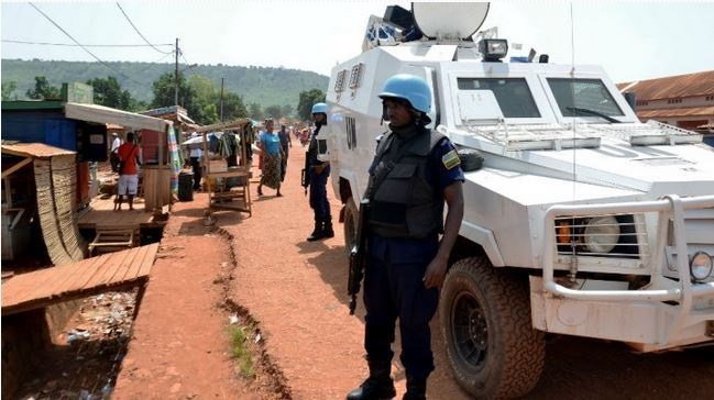 ucciso un militare e due civili - diversi i feriti