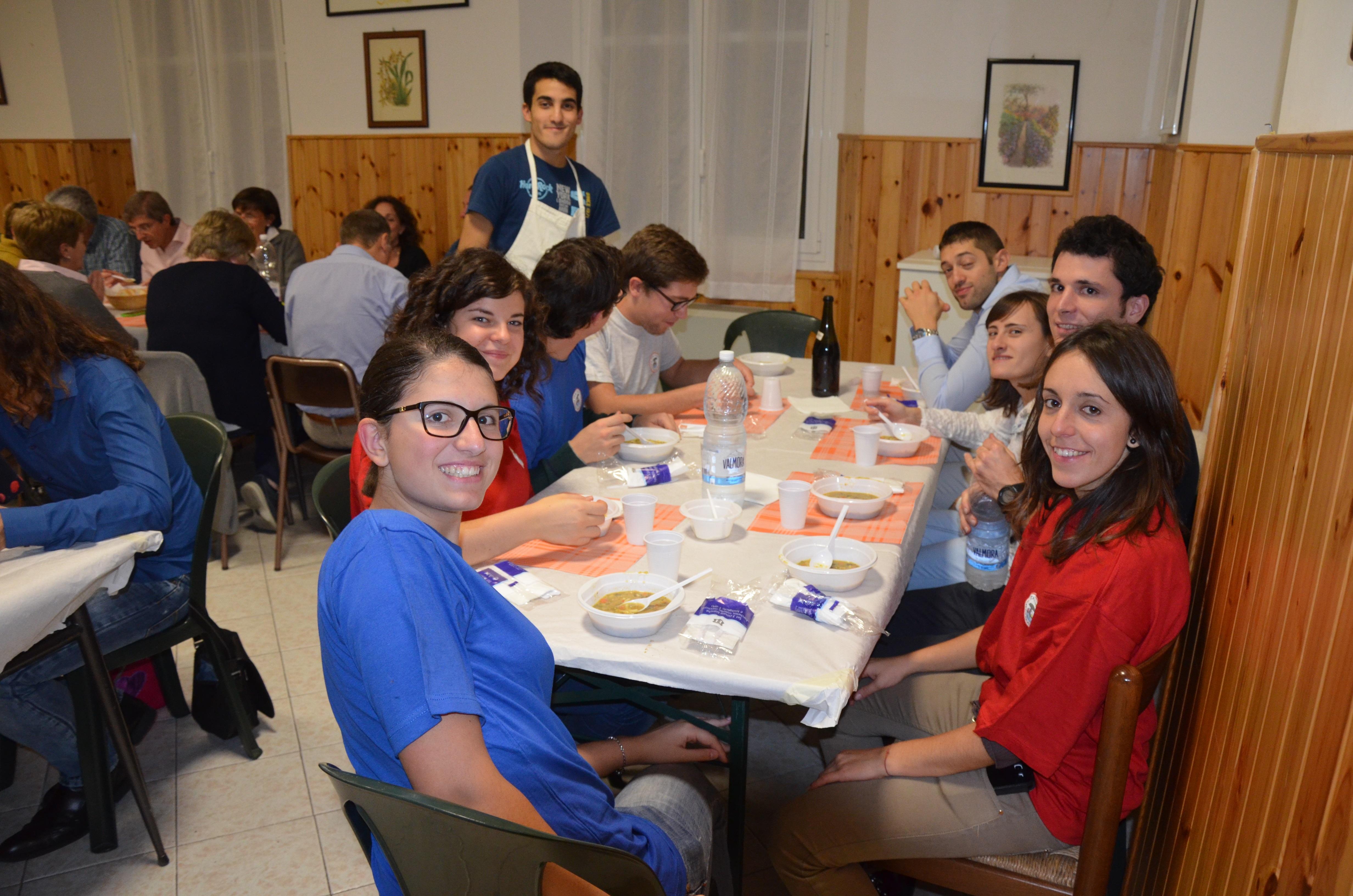 Ott. 2015 - Manesseno (GE) - tempo di cena anche per i giovani (1° p.)
