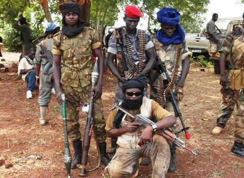 Gruppo di uomini armati appartenenti all'esercito di resistenza del Signore (LRA)